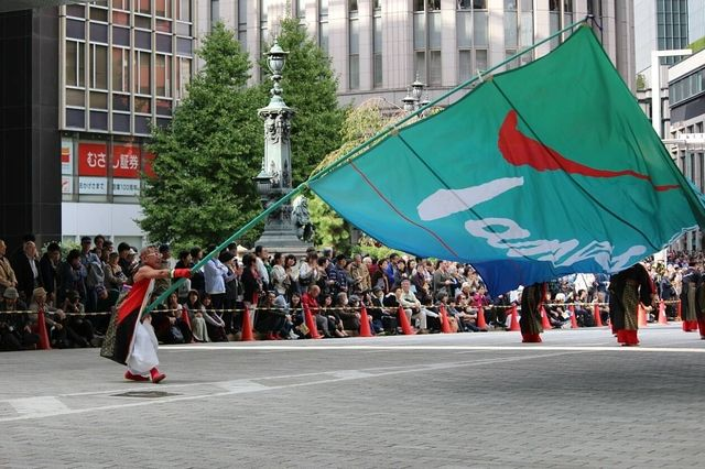 TANASHIソーラン会「旗の妙技」の様子