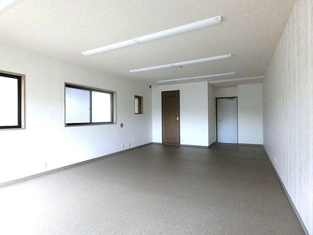 東伏見駅徒歩6分の新青梅街道に面する貸事務所のご契約をいただきました!