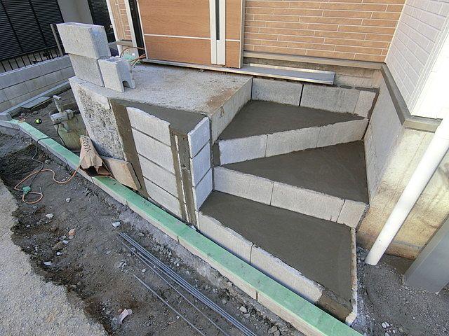 階段が狭い!降りる時に転ばない?