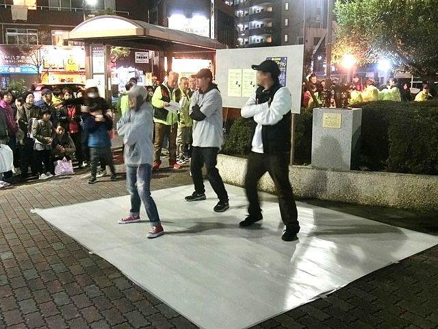 小学生、中学生に続いてダンスで盛り上がるダンスチーム