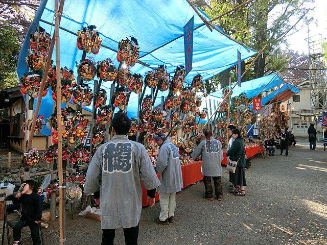 田無神社に並ぶ熊手商
