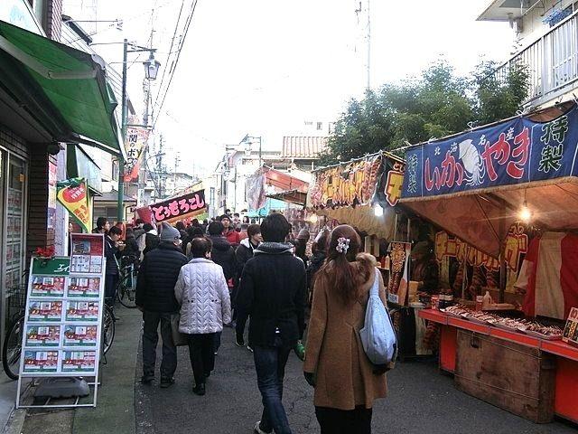 関のボロ市、たくさんの人で賑わう武蔵関