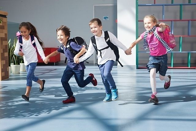 新年度の学童クラブへの入会は、第1次申請期間(12月21日まで)に申請された方が優先されます。