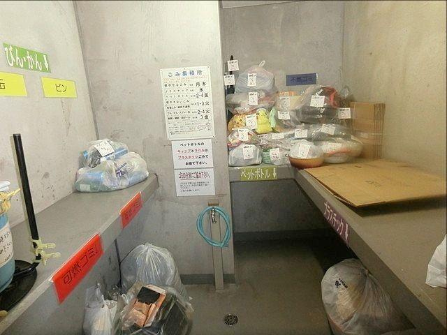 所沢市内のマンションのゴミ集積所